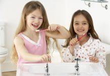 dạy trẻ em đánh răng