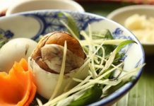 ăn trứng vịt lộn