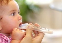 cho trẻ uống kháng sinh