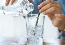 uống nước đá